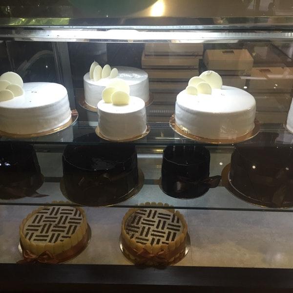 شیرینی فروشی وانیلا (اقدسیه)