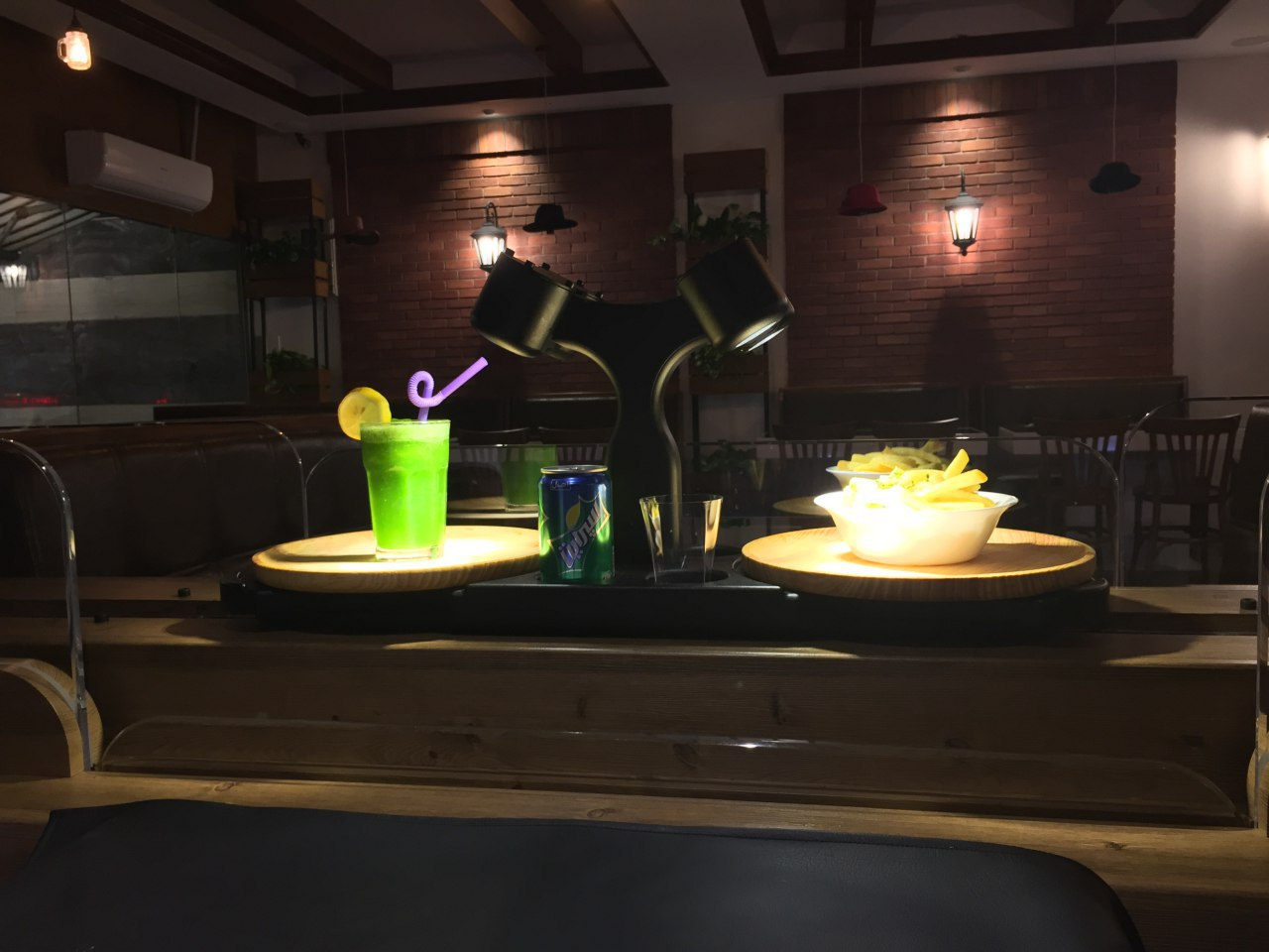 رستوران فست فود روبوشف