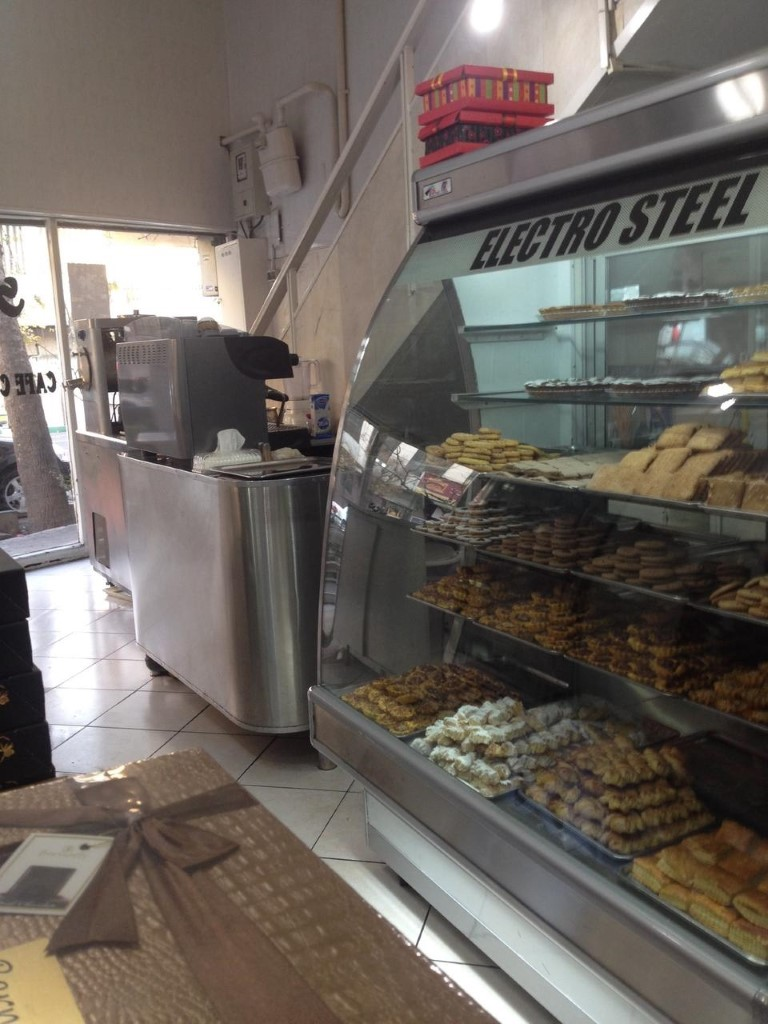 شیرینی فروشی کافه قنادی لرد