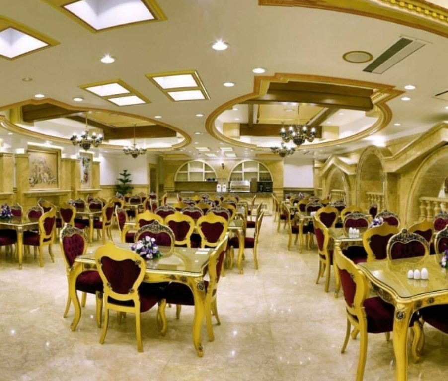 رستوران بین المللی 133