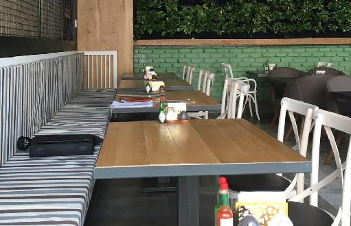 رستوران  فست فود  ای تی اف (سعادت آباد)