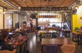 کافه کافه رستوران ویس